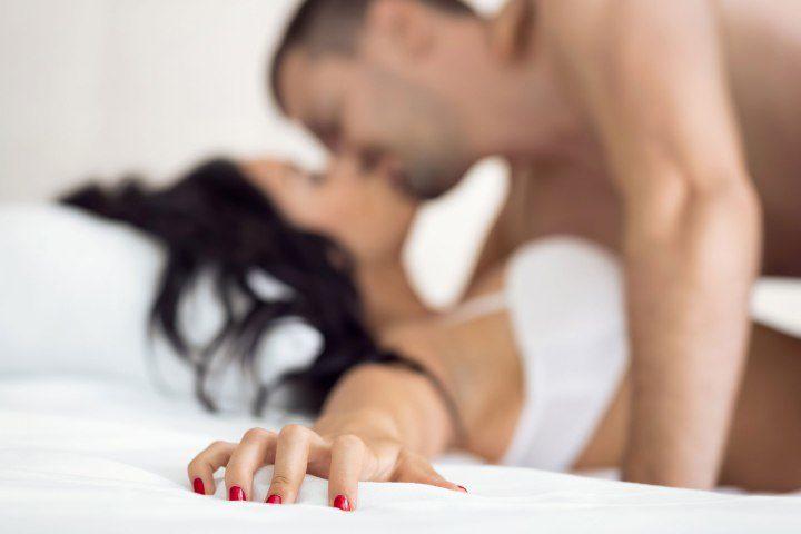 Приятное с полезным: 7 плюсов положительного воздействия секса